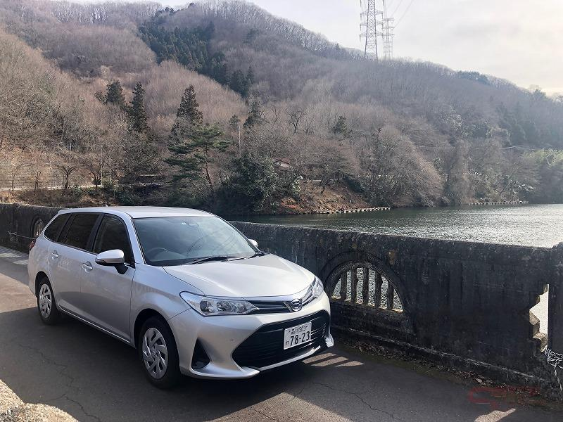 間瀬湖とトヨタ・カローラフィールダー