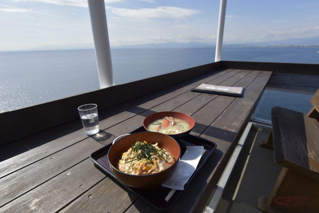 江の島 魚見亭のテラス席