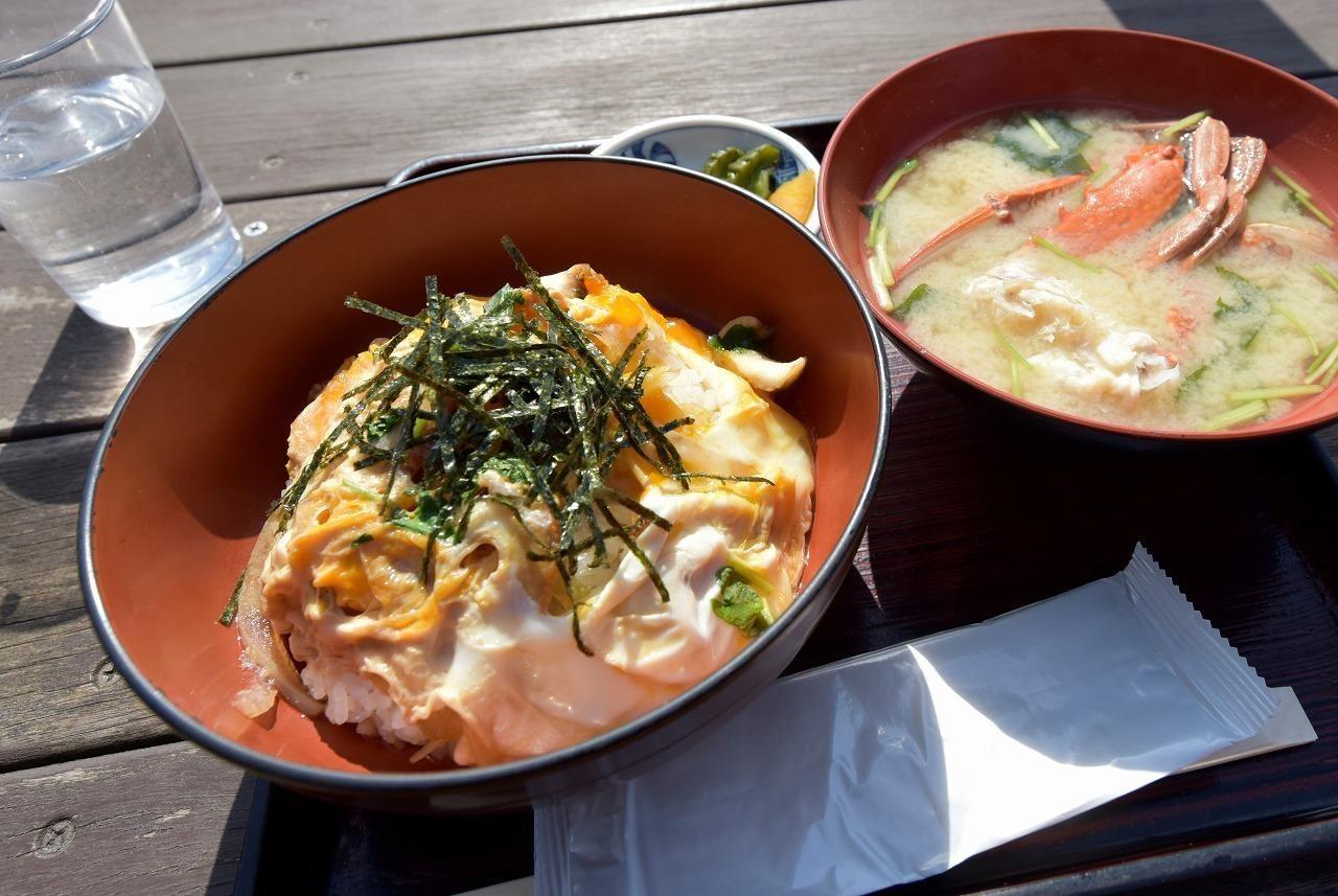 かにの味噌汁付き江の島丼