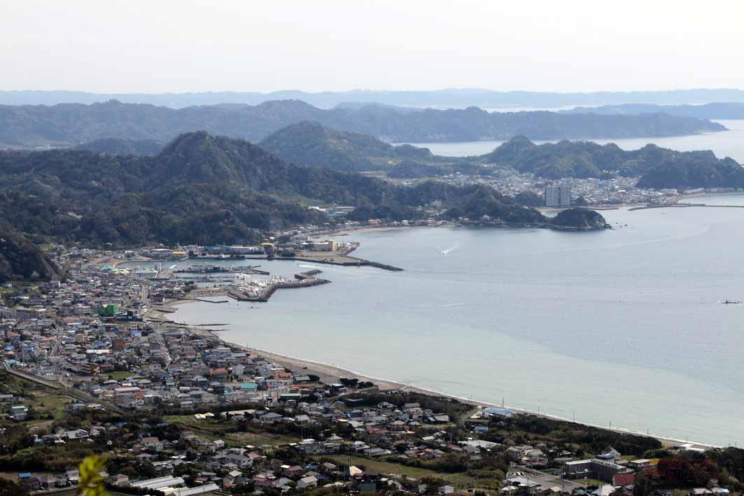 展望台から望む館山