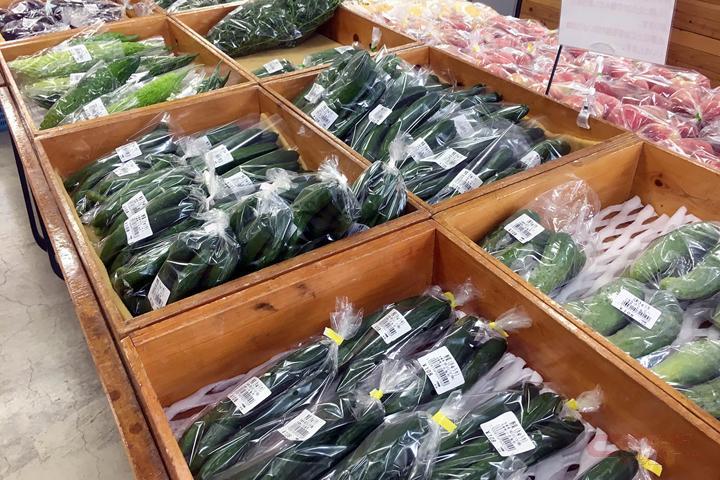 地元産の野菜売り場