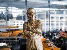 故マクラーレン氏の等身大銅像