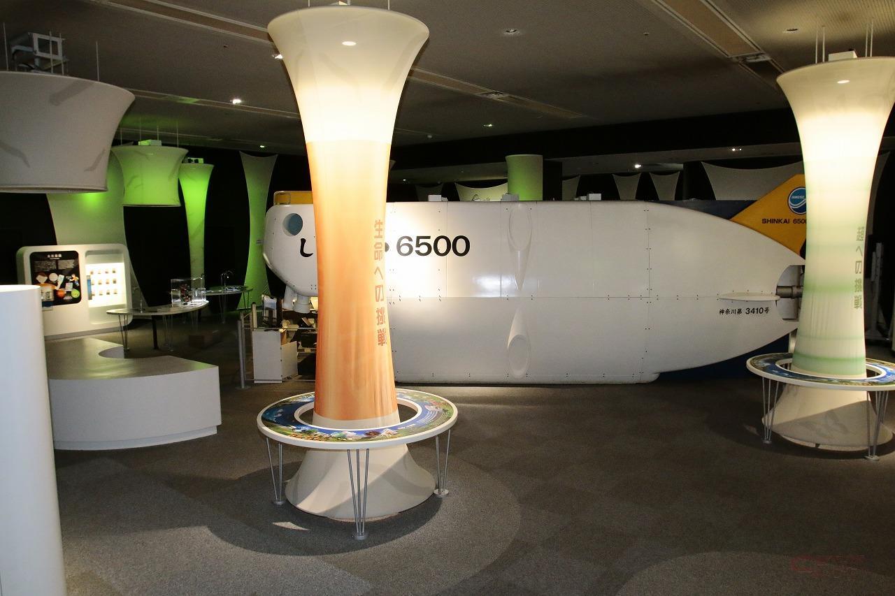 深海調査を行う有人潜水調査船「しんかい6500(模型)」