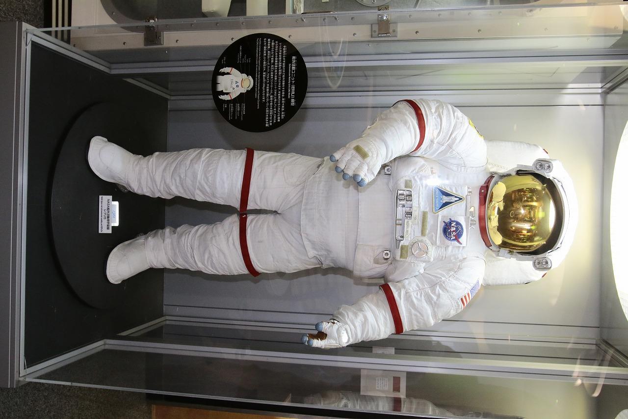 総重量120kgにもなる宇宙船外活動ユニット
