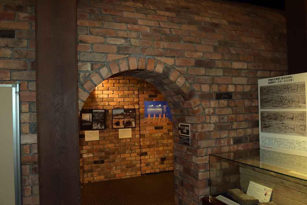 再現されたホフマン窯の入口