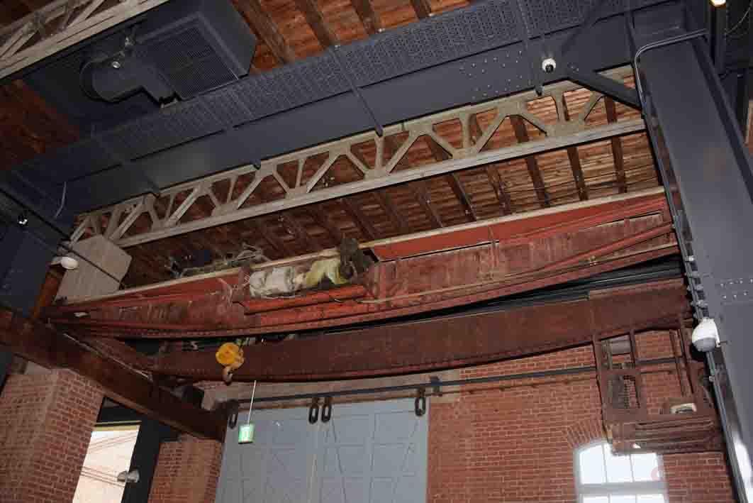 天井にはクレーンも設置