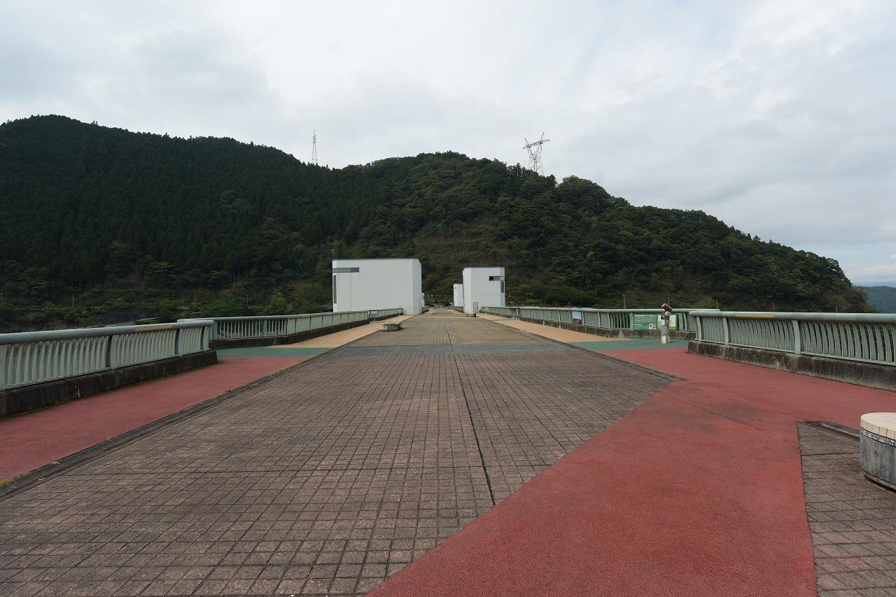 浦山ダムの天端歩道では特撮モノの撮影が頻繁に行われている