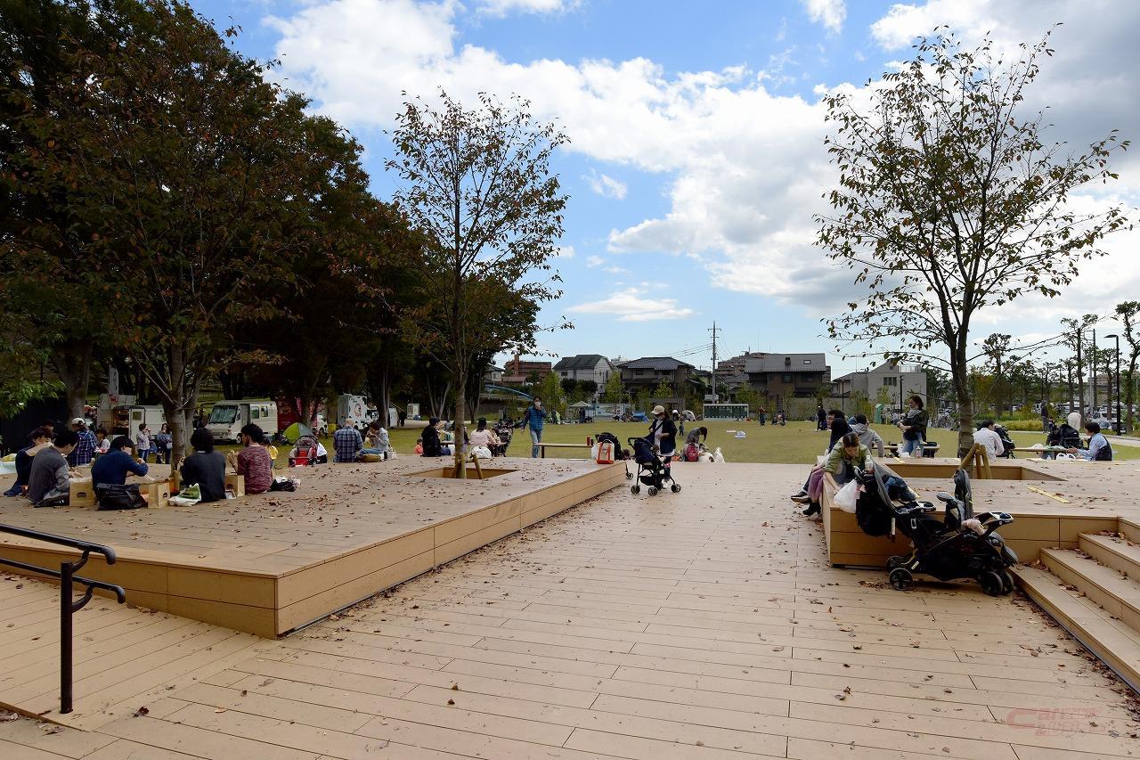 鶴間公園のにぎわい広場