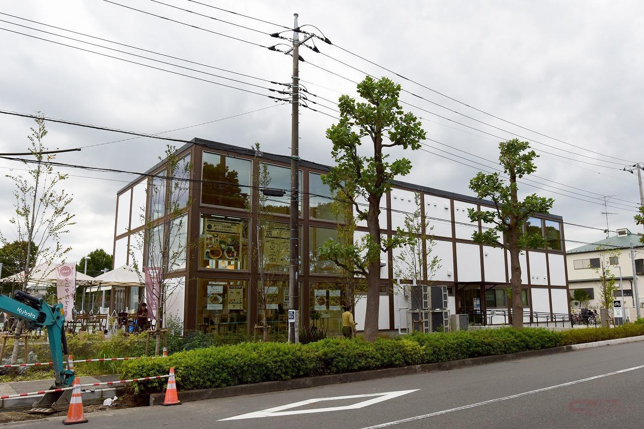 鶴間公園のカフェ併設クラブハウス