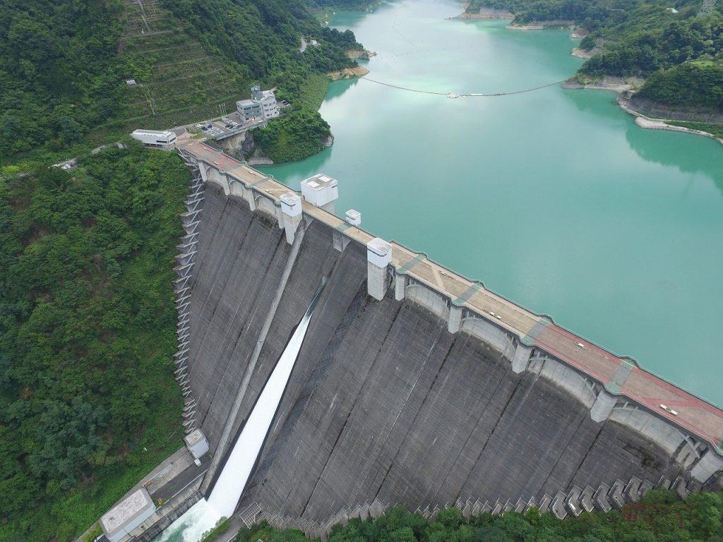 重力式コンクリートダムとして日本で2番目の高さを誇る浦山ダム(写真提供:荒川ダム総合管理所)