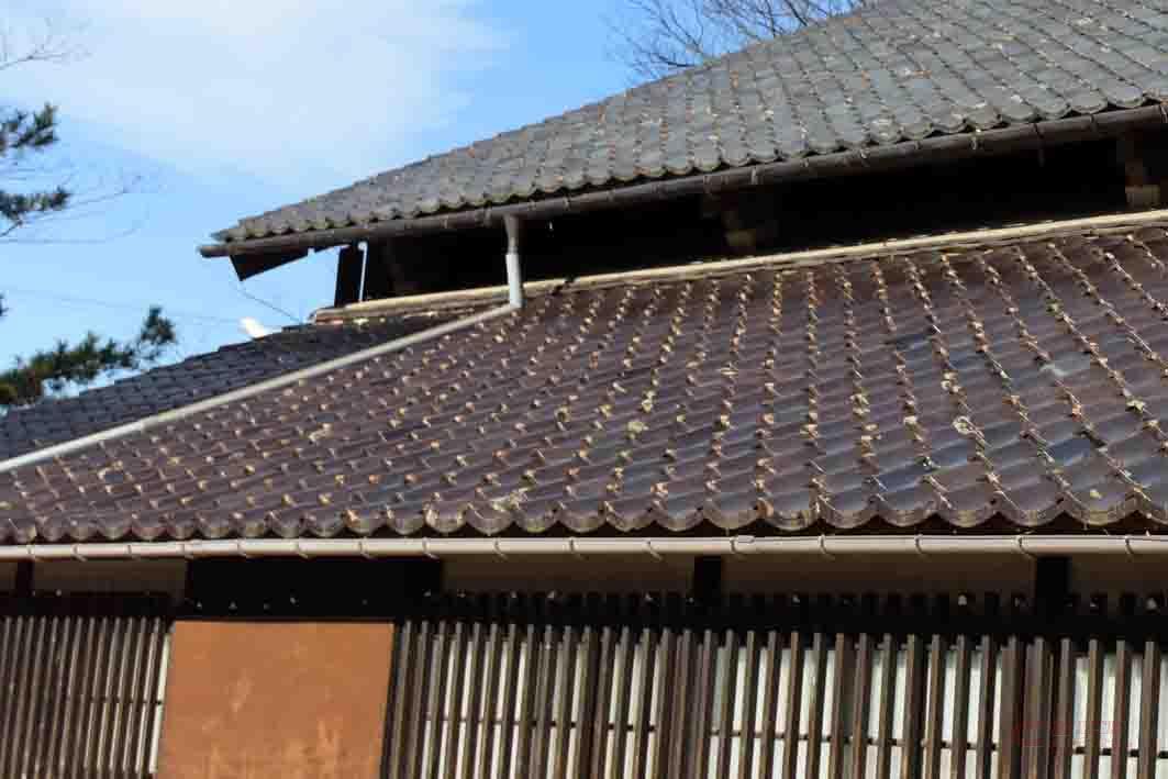 屋根に隙間を作り内部の熱を程よく放出
