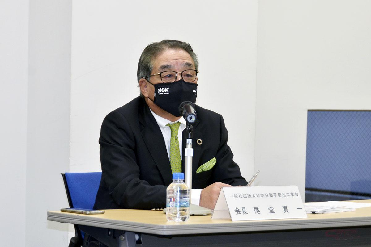 会見をする日本自動車部品工業会・尾堂真一会長