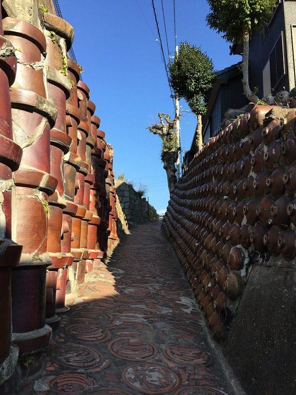 やきもの散歩道には「土管坂」など焼き物のまちならではの坂道がいくつもあるのでぜひ見ておきたい