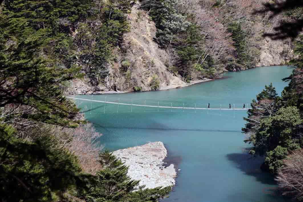 寸又峡プロムナードコースから見た夢の吊り橋