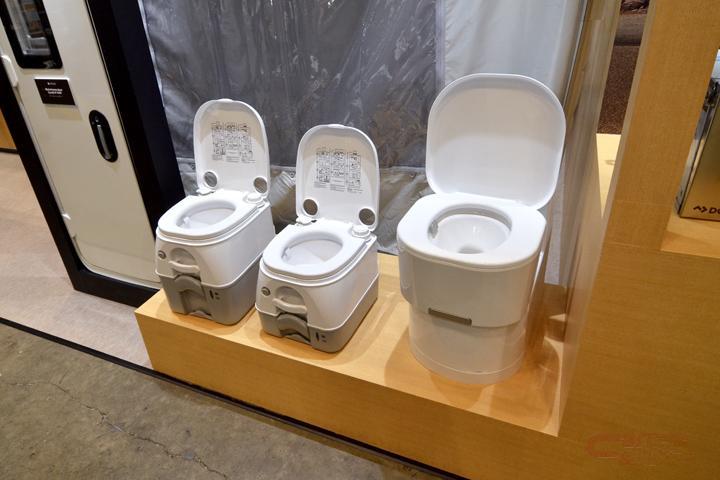 キャンピングカーに設置できる簡易トイレ