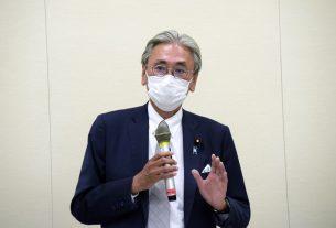 議員連盟の会長に就任した古屋圭司衆議院議員が挨拶