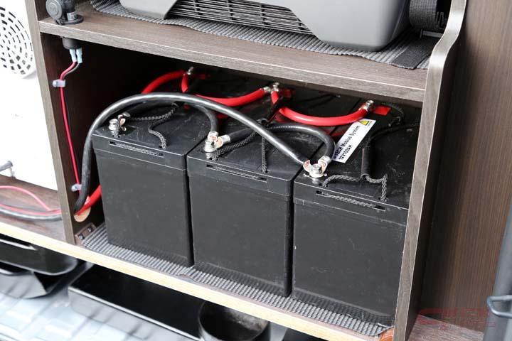 キャンピングカーに搭載されたリチウムイオンバッテリー